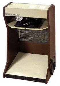 Hand-crank microfilm reader